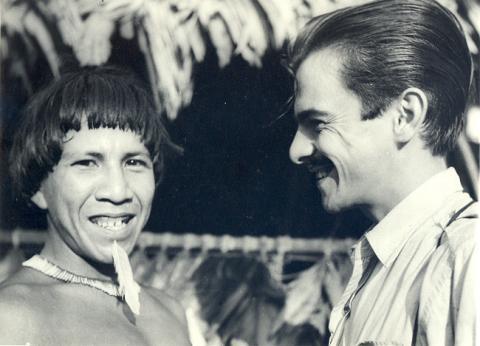 Darcy Ribeiro entre os índios Urubu-Kaapor