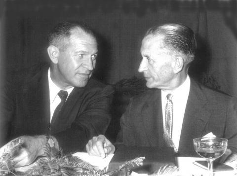 Presidentes Ernst Meyer, fundador da Varig (direita) e seu sucessor Ruben Berta