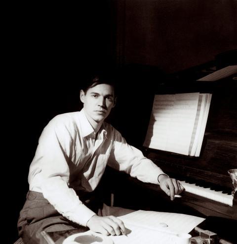 Tom Jobim ao piano