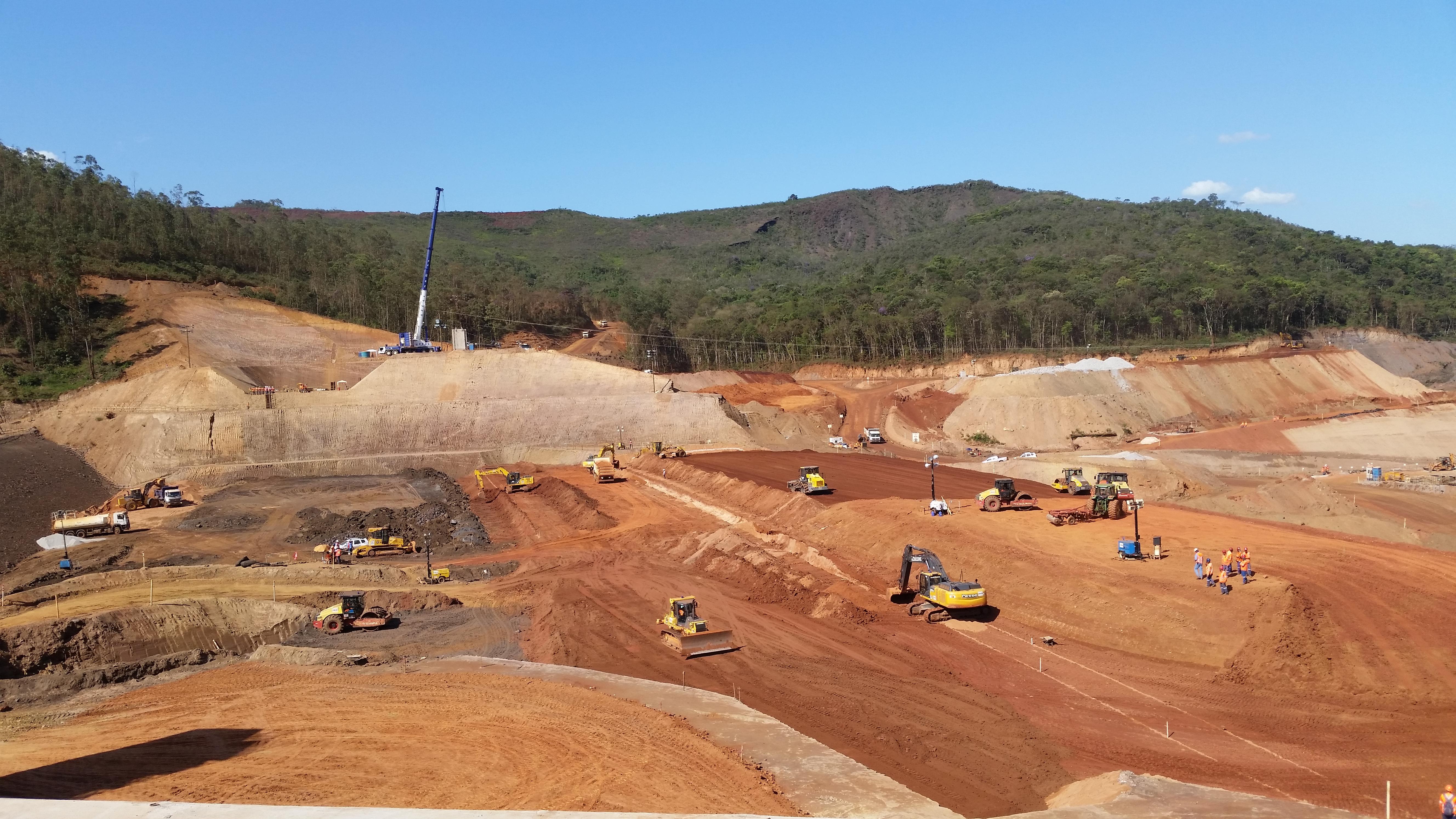 Obras da Barragem de Santarém, também atingida pela lama