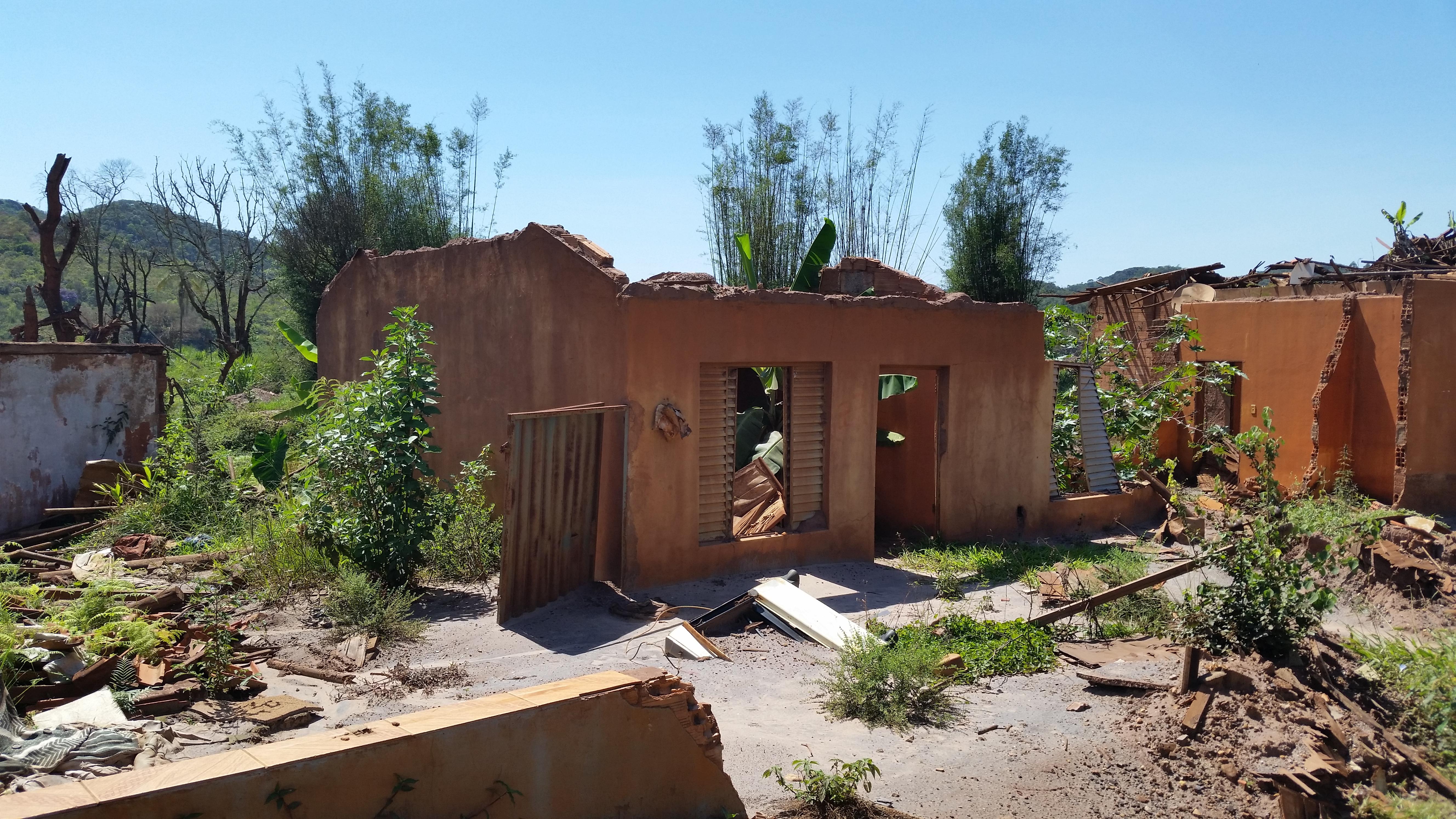 Bento Rodrigues, distrito devastado pela lama de dejetos da mineração