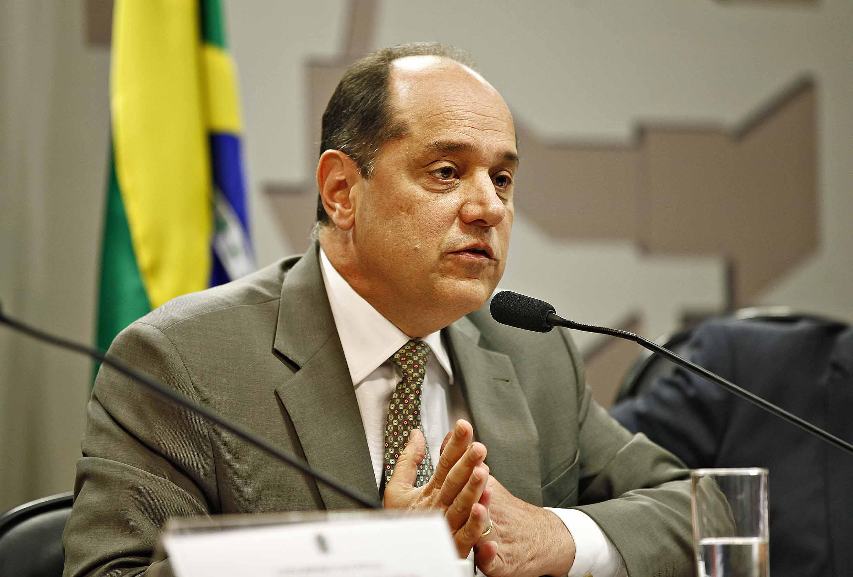Professor Eugênio Bucci defende que não existe democracia sem veículos privados e públicos