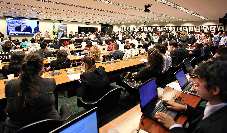 Manifestantes e apoiadores da EBC encheram plenário durante audiência