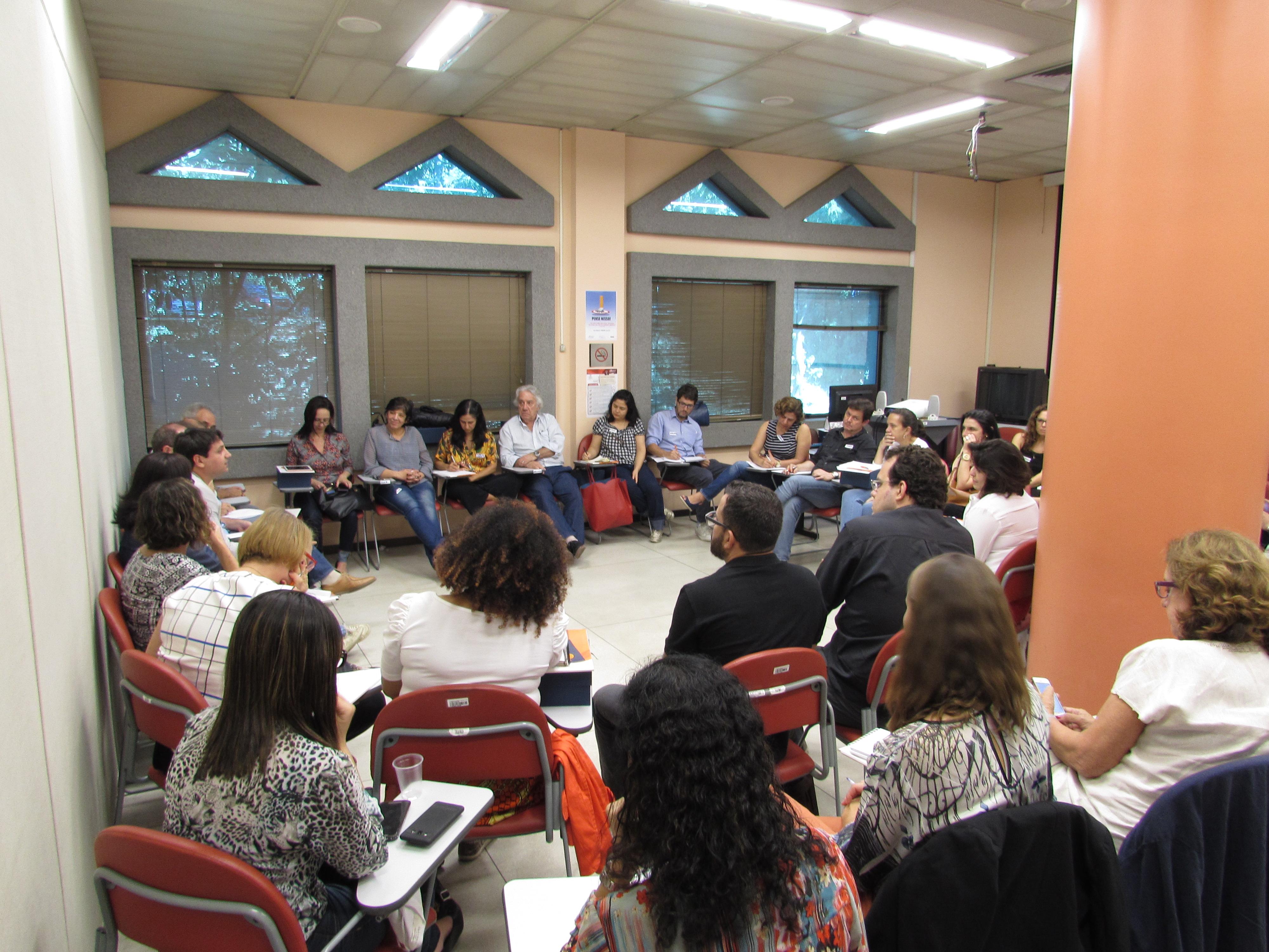Rita Freire, presidenta do Conselho, participa de roda de conversa sobre participação social