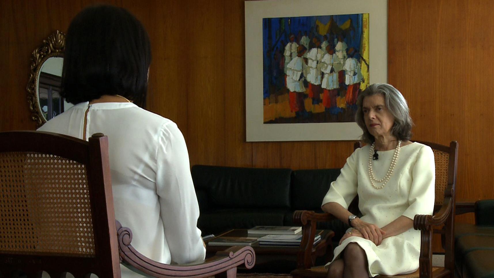 Roseann entrevista ministra  Cármem Lúcia